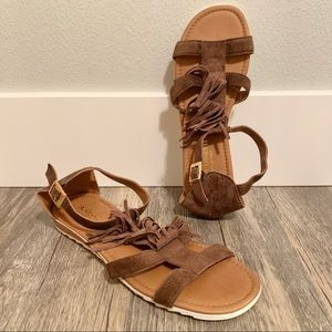 A. Giannetti suede sandals with fringe
